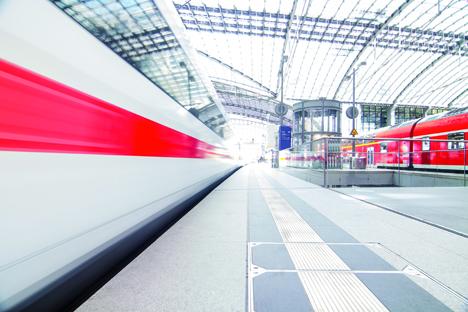 Der Fernverkehr mit Bahnen verzeichnete 2018 den stärksten Zuwachs an Fahrgästen/ Foto: matteo avanzi - Fotolia