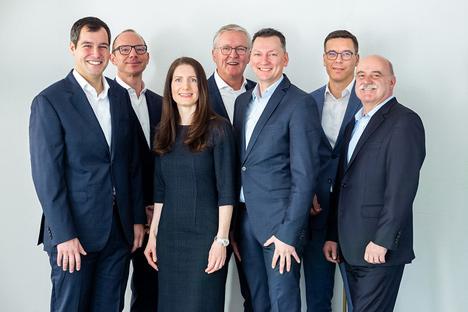 Die neue Führungsriege der Zeitfracht Gruppe: (von links) Wolfram Simon-Schröter (CFO), Michael Knoth (CAO), Jasmin Schröter (Inhaberin), Thomas Winkelmann (Generalbevollmächtigter), Dominik Wiehage (CEO), Thomas Raff (COO), Joachim Schöttes (Leiter Konzernkommunikation)