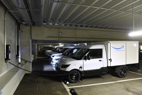 Für das Verteilzentrum München Daglfing hat Amazon 40 Streetscooter Work Box geordert. Außerdem wurden 60 Ladestationen installiert. Foto: Deutsche Post DHL